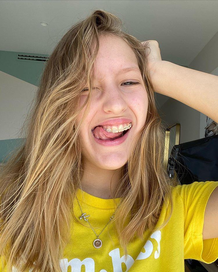 Karina Calor (KarinaOMG) - Contact Number, Biography, Wiki, Age, Family, House Address